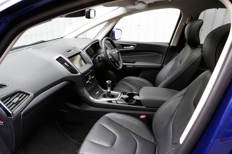 superb-design-of-the-black-seats-ideas-with-black-dash-as-the-ford-s-max-vignale-2016-interior-ideas