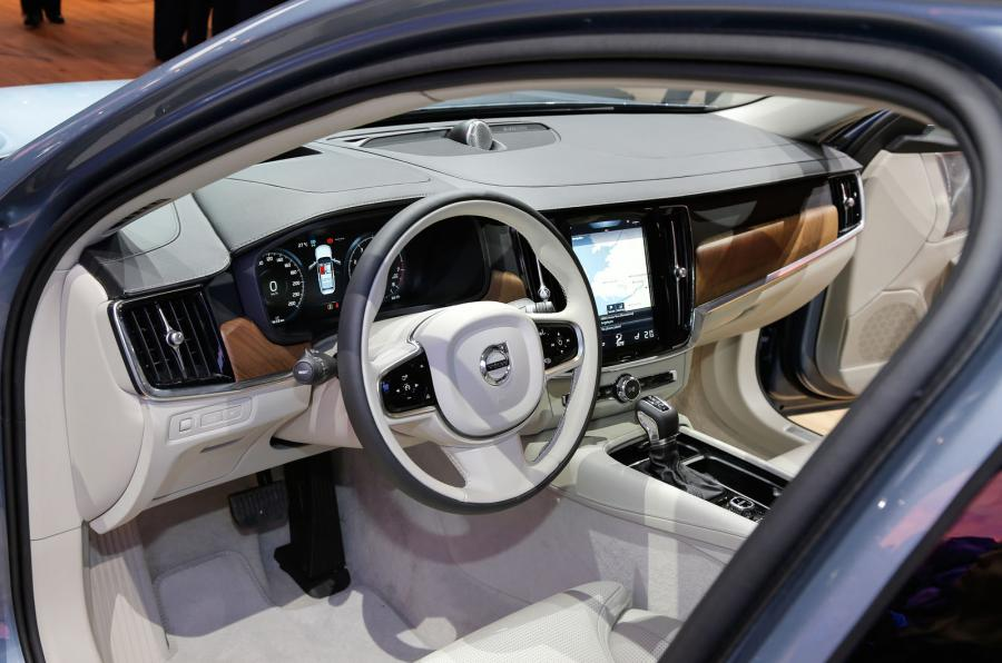 superb-design-of-the-white-floor-and-white-stering-with-black-accents-as-the-volvo-v90-2016-interior-ideas