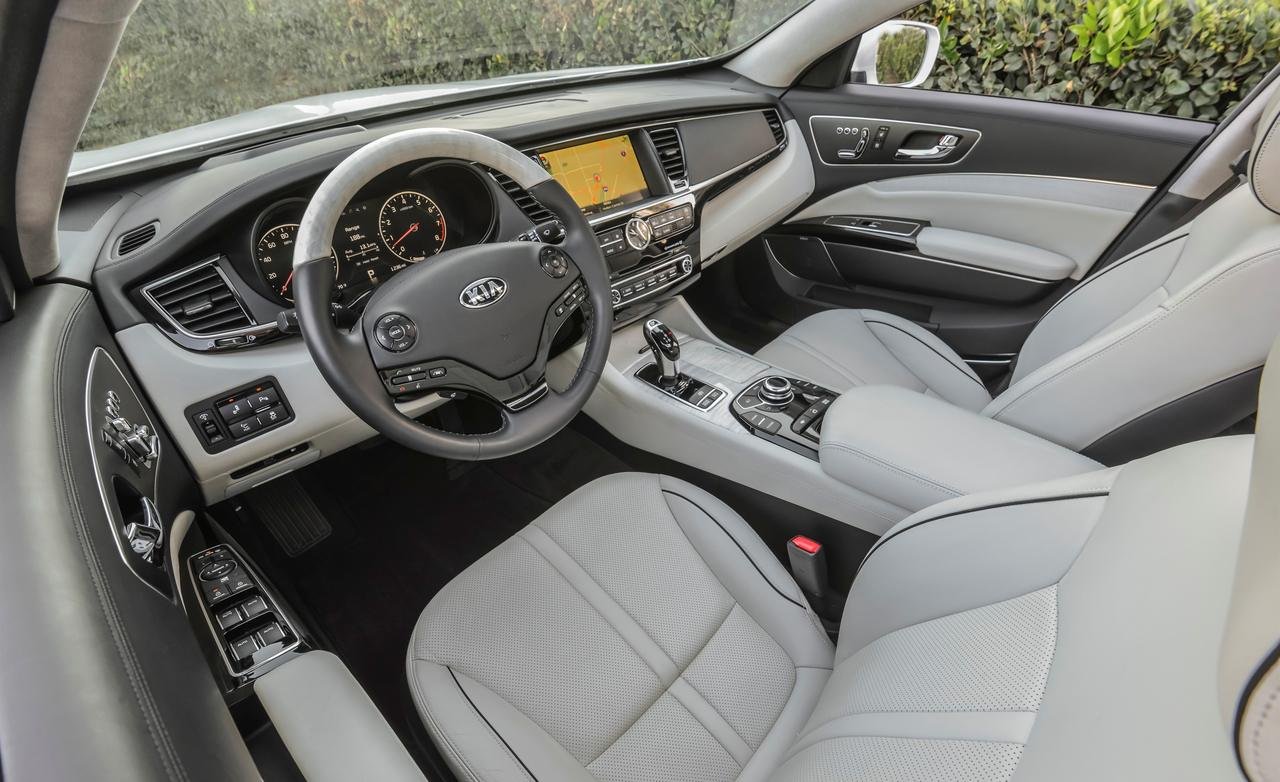 superb-design-of-the-white-seats-added-with-white-dash-as-the-kia-sorento-2015-interior